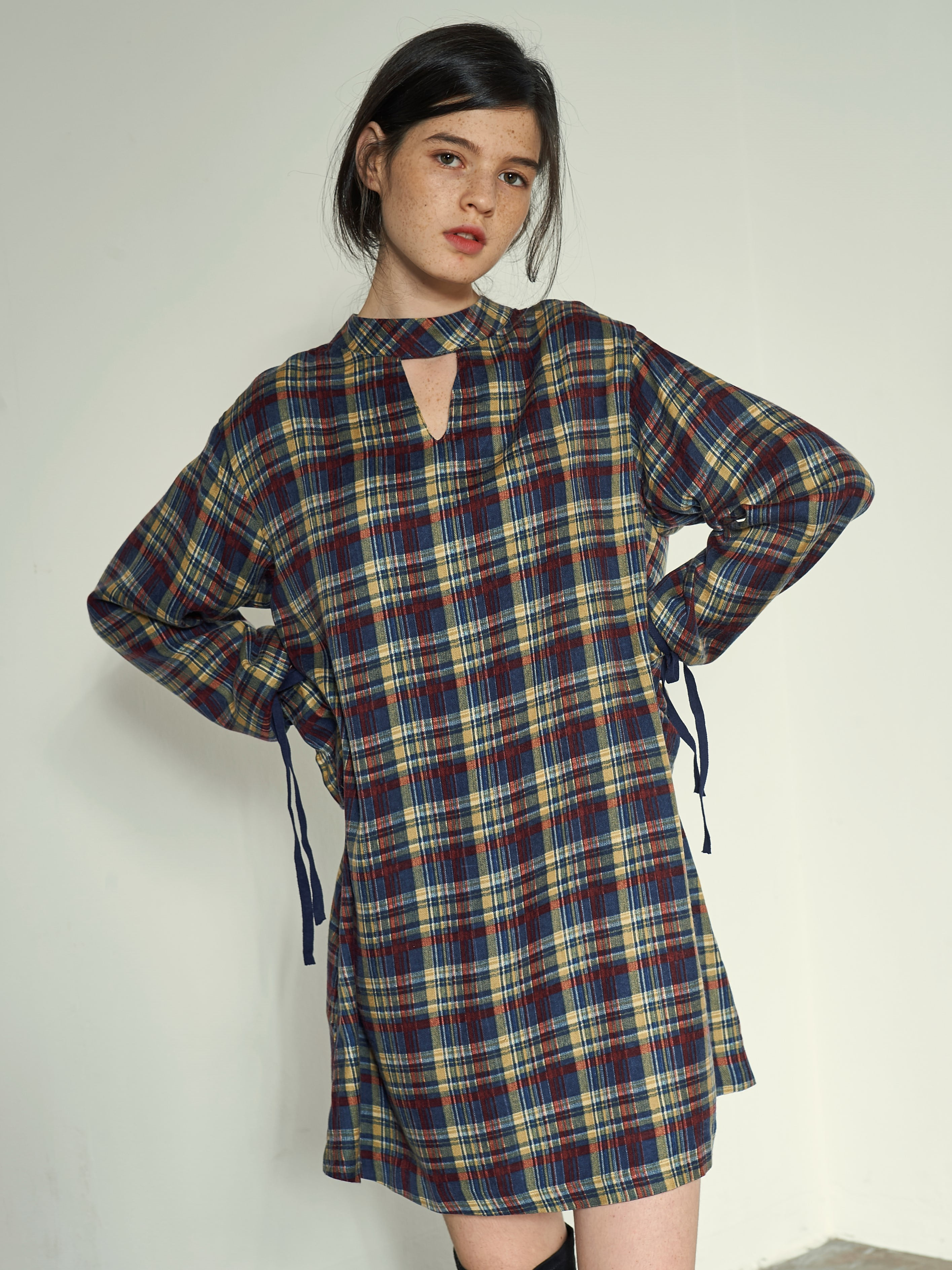 [VEMVER] NECK POINT BELL SLEEVE CHECK ONEPIECE (MULTI)