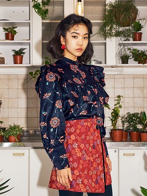 [oh.L] DAISY DOT PRINT SHIRRING BLOUSE (NAVY)