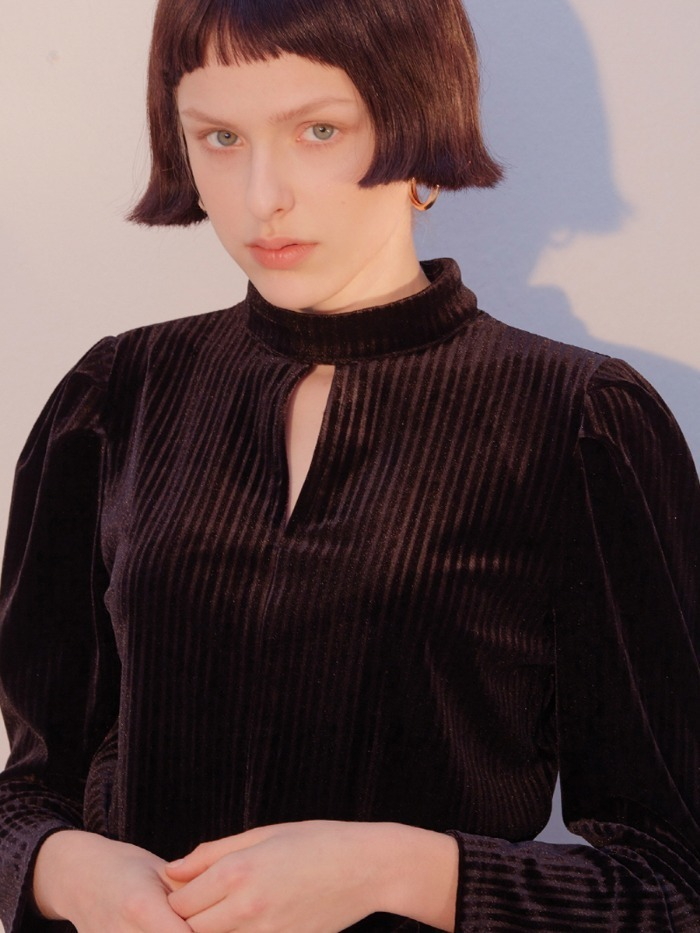 [SALON DE YOHN] Puff Shoulder Velvet Blouse_Black
